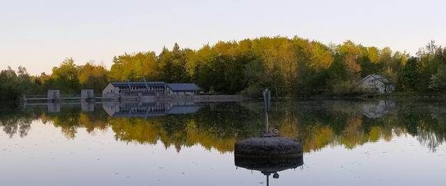 """Angeln in Bayern am Isar Stausee in Bad Tölz. Der Isar Stausee ist gleichermaßen für Gastfischer, Angelurlauber und einheimische Sportfischer eine gute Angelgelegenheit. Angelkarten / Tagesangelkarten gibt es im Angelgeschäft """"Zum Isarfischer"""" in Bad Tölz."""